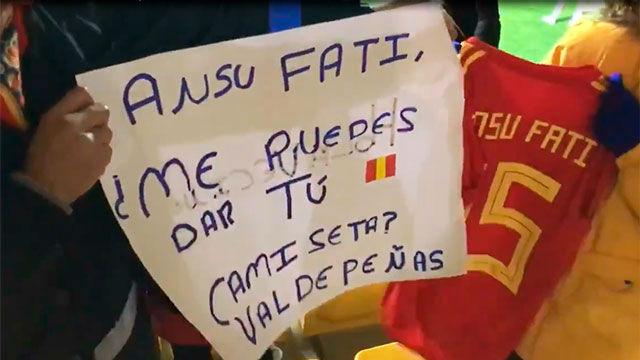 El bonito gesto de Ansu Fati con un niño tras el partido con la sub-21