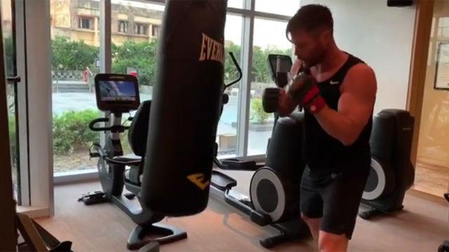 Chris Hemsworth muestra su duro entrenamiento en el gimnasio
