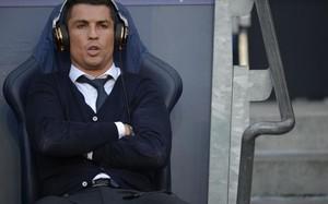 Cristiano, en el banquillo del Etihad, antes del partido ante el City