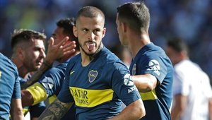 Darío Benedetto tuvo un fuerte intercambio de palabras con Sandoval