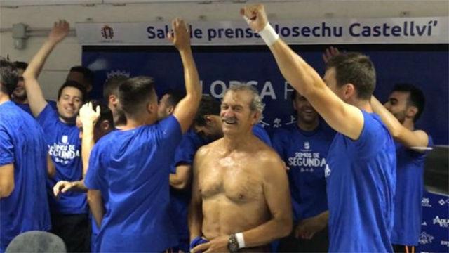 Euforia en la celebración del Lorca tras el ascenso a la Liga 1|2|3