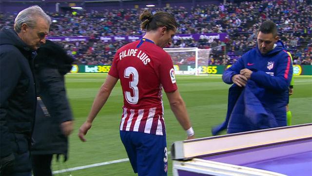 Filipe Luis se marchó lesionado ante el Valladolid