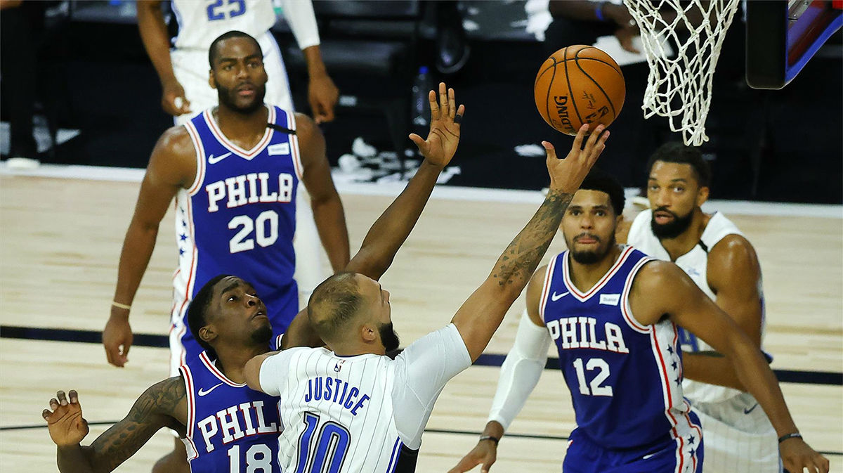 Harris y Embiid dejan ganadores a Sixers; los Magic pasan a play-off
