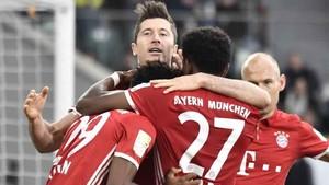 Lewandowski volvió a brillar marcando dos de los seis goles del Bayern al Wolfsburgo