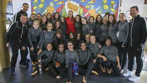 Lieke Martens compartió vivencias con las jóvenes futbolistas del AEM Lleida