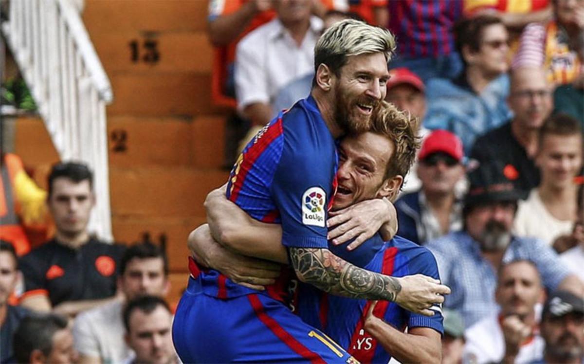 https   www.sport.es es noticias laliga deportivo-valencia-ahuyentan ... 77ec79f3ea7a2