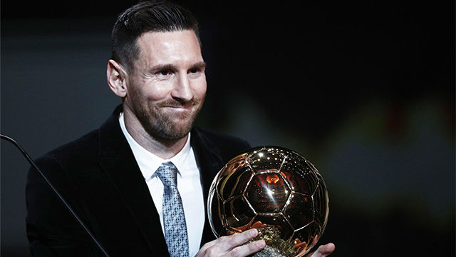 Messi recogió, visiblemente emocionado, su sexto Balón de Oro
