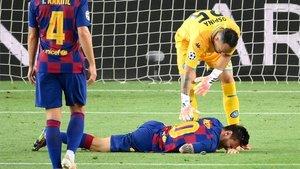 Messi sufrió un duro golpe ante el Nápoles