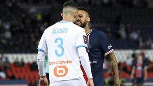 Neymar y Álvaro González se las tuvieron durante el partido