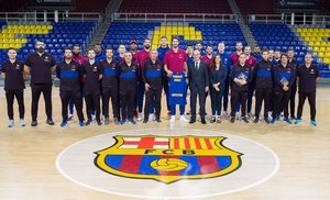 La plantilla, con la Fundación del Barça