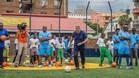 Ronald Koeman, en la reapertura de la Oranje Cruyff Court Hillbrow de Johannesburgo