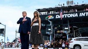 Trump y Melania, en la salida de las 500 Millas de Daytona