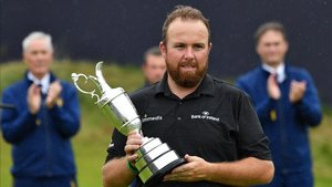 xortunoireland s shane lowry poses with the claret jug t190721195023