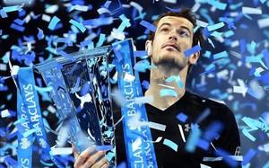 Andy Murray, con el trofeo de maestro en sus manos... recibió después el de número uno