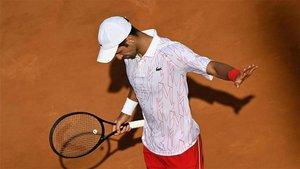 Djokovic accede a segunda ronda de Roland Garros.