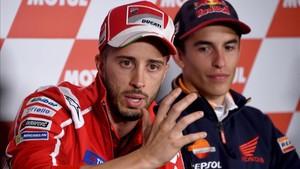 Dovizioso, junto a Márquez en una rueda de prensa