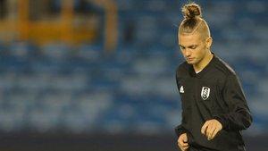 Elliott debutó ayer con el Fulham a sus 15 años de edad