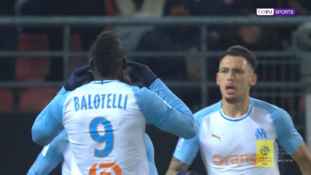 El feo gesto de Balotelli a la afición del Dijon