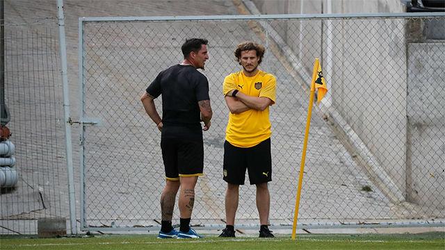 Forlán dirige su primer entrenamiento en Peñarol