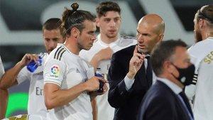 Gareth Bale y Zinedine Zidane en un momento de un partido de La Liga 2019/20
