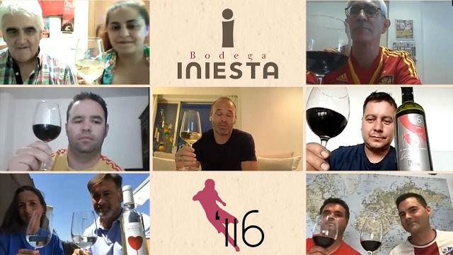 Iniesta celebra los 10 años del Mundial de Sudáfrica con los ganadores del concurso de Bodegas Iniesta