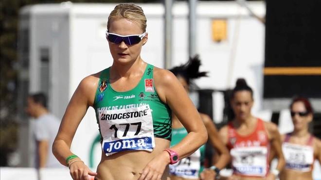 Julia Takacs, primera campeona de España de 50 km marcha