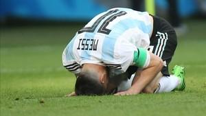 Leo Messi vivió con resignación la derrota ante Francia