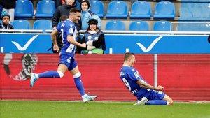 Los goles de Joselu y de Lucas Pérez han marcado el camino de la salvación