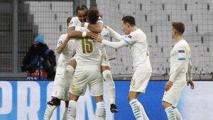 Los jugadores del Marsella celebran un gol ante el Olympiacos.