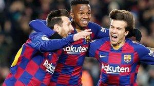 Messi, Ansu y Riqui celebran el gol