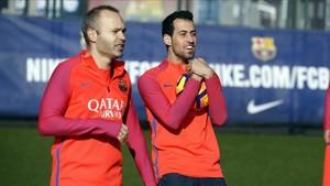 Sergio Busquets y Andrés Iniesta siguen recuperándose de sus respectivas lesiones