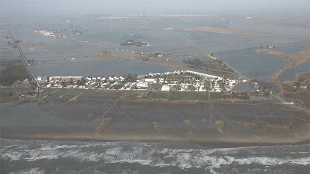 El temporal engulle el Delta del Ebro