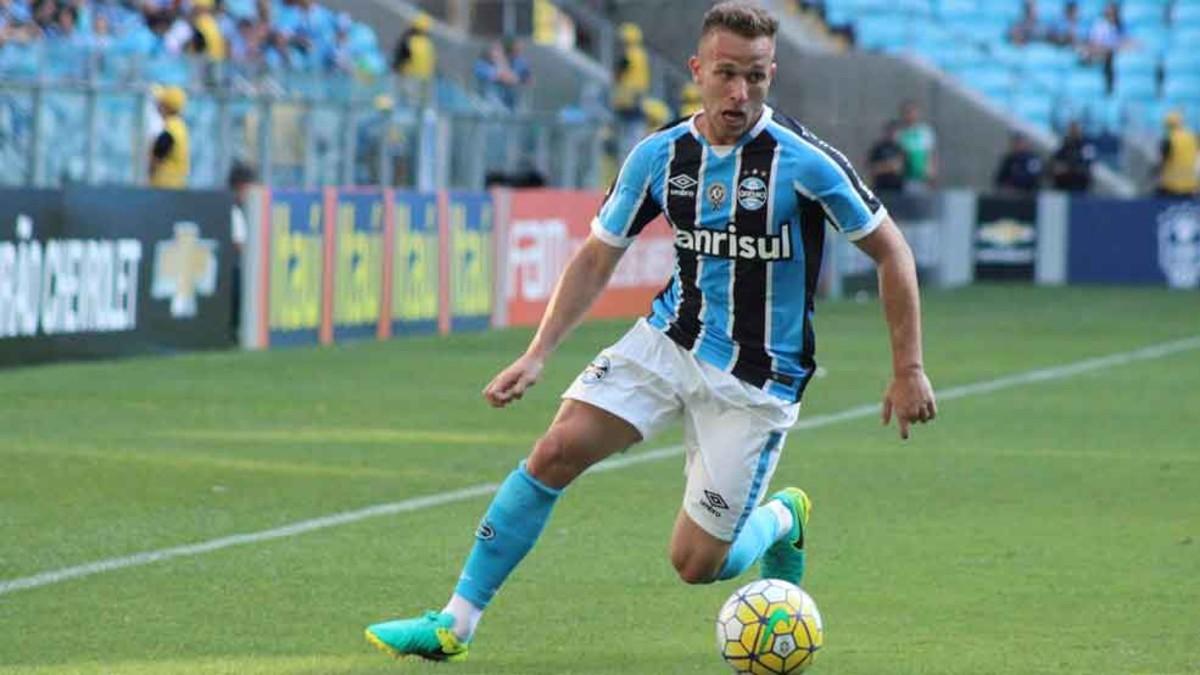 Barcelona very close to agreement for Gremio midfielder Arthur