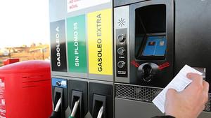 Las gasolineras desatendidas, el eterno debate sobre el ahorro y el desempleo.