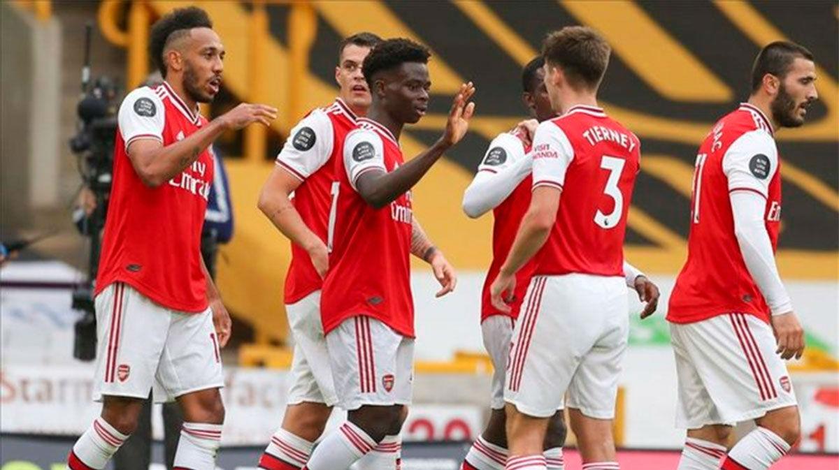 El Arsenal conquista el Molineux y sueña con Europa