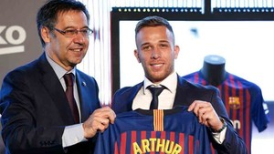 Arthur fichó por el Barcelona