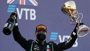 Bottas, en el podio como ganador del Gran Premio de Rusia.