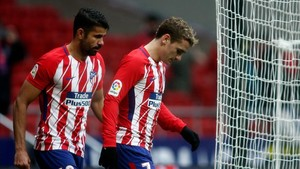 Cara y cruz para el Atlético en su reclamación por las tarjetas a Griezman y Diego Costa