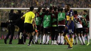 Cuerpo técnico y jugadores de River celebrando el pase a la final