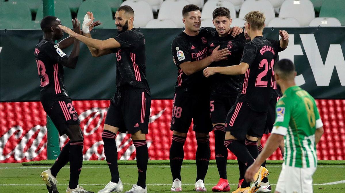 Un hat-trick del VAR en tres acciones a favor del Madrid facilita el triunfo blanco (2-3)