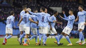 Los jugadores del City celebran el gol de Agüero ante el Porto.