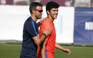 Luis Enrique, junto a Aleñá en un entrenamiento