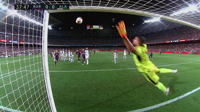 Messi se topó con el palo antes de marcar el doblete