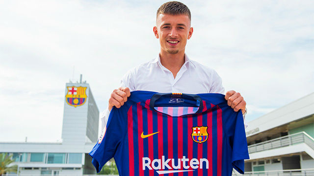 Barcelona sign young defender Van Beijnen