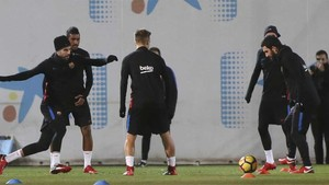 Un momento de la sesión vespertina que el FC Barcelona ha realizado este sábado en la Ciudad Deportiva Joan Gamper