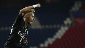 Neymar celebra uno de los goles de la victoria