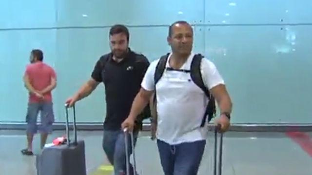 El padre de Neymar llegó acompañado a Barcelona