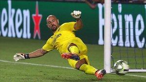 Pepe Reina está a punto de cambiar el Milan por el Aston Villa
