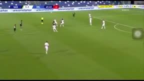 Qué poco necesita Ibrahimovic para marcar golazos como este... Parece fácil, pero no lo es