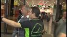 El refugiado sirio Osama a su llegada a Sants da las gracias a los españoles